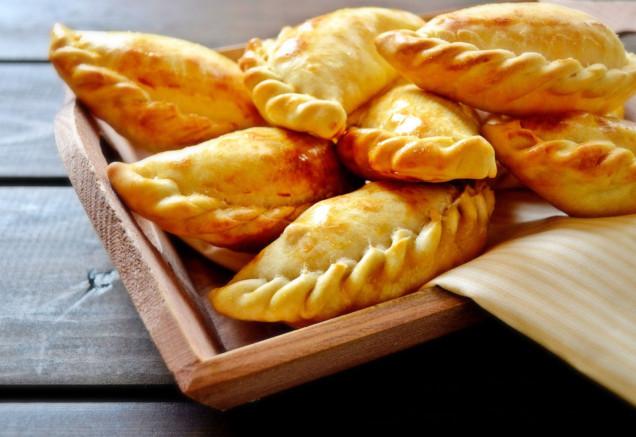 empanadas-comida-tipica-santiago-chile